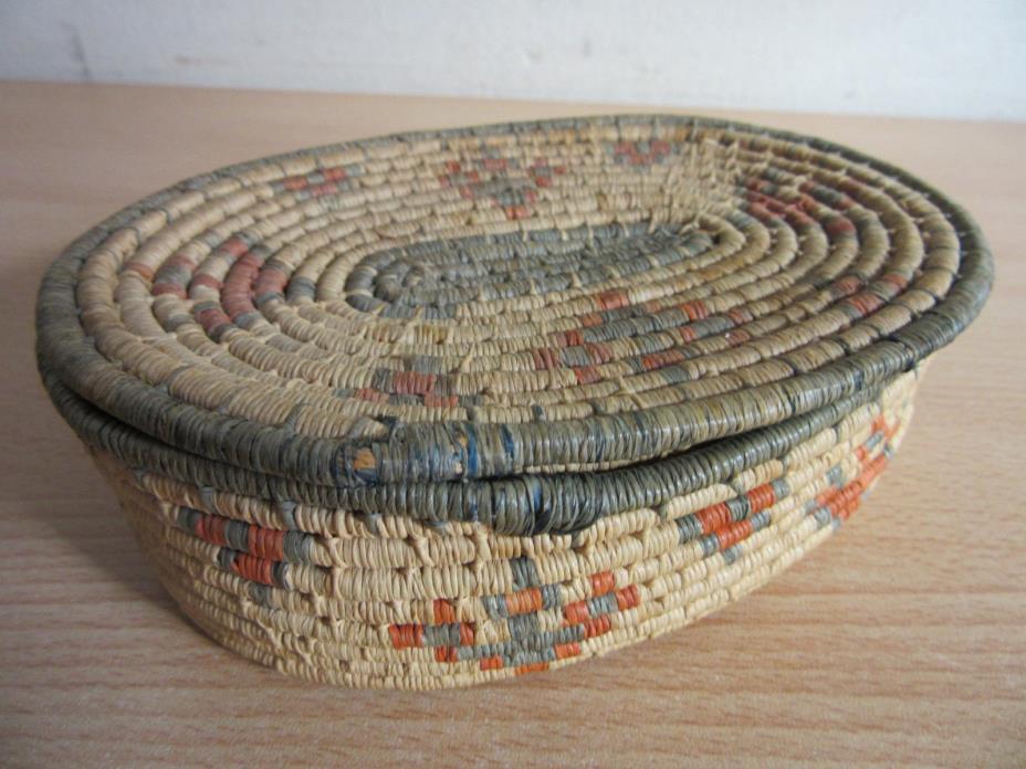 Vintage Mescalero Apache American Indian Lidded woven basket