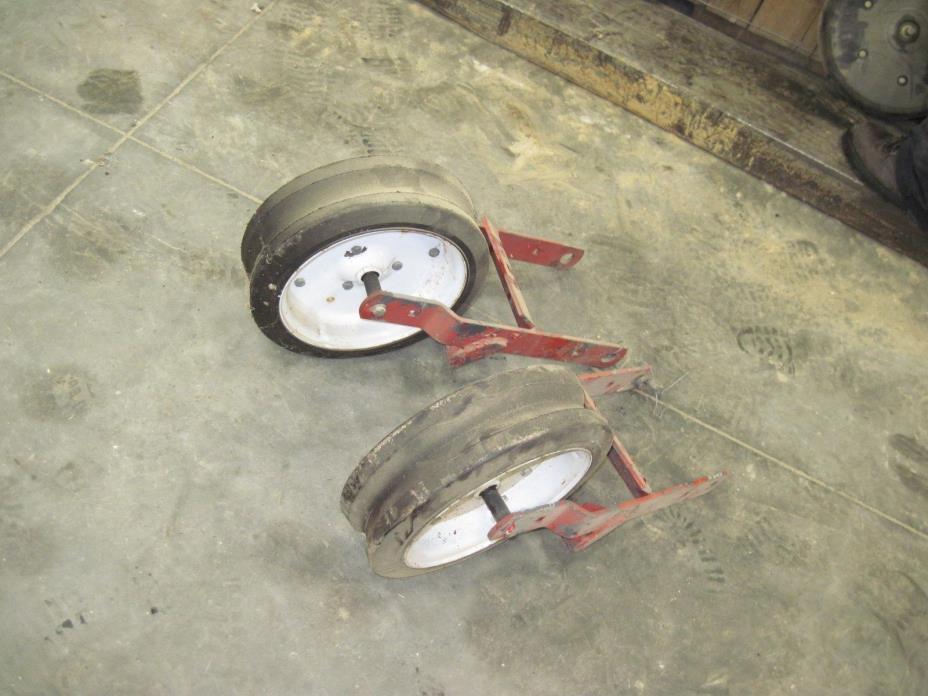 Whtie 4X12 Press Wheels & Bracket