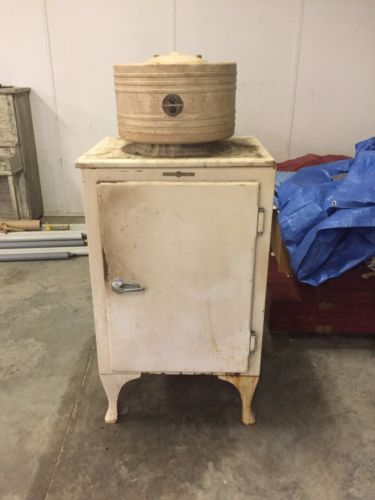 ANTIQUE GENERAL ELECTRIC REFRIGERATOR ICE BOX IN AS PICTURED CONDITION