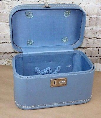 VINTAGE  Blue TRAIN CASE MAKE-UP CASE suitcase