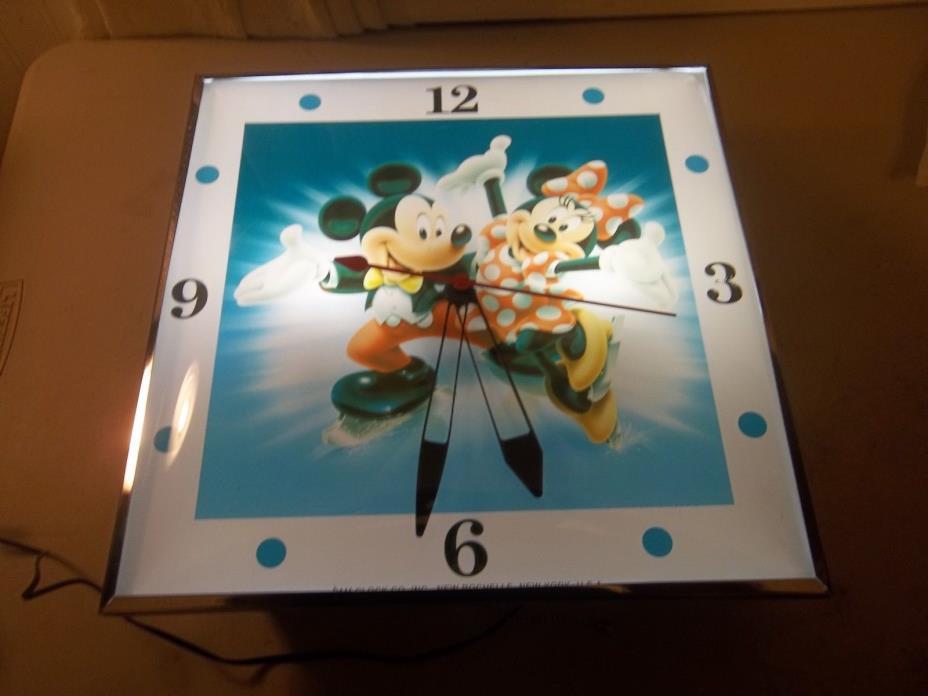 Pam Clock MICKEY & MINNIE