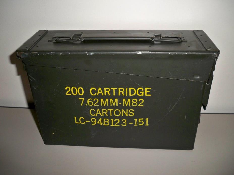 VINTAGE ARMY 7.62MM - M82 CARTRIDGE AMMO METAL BOX