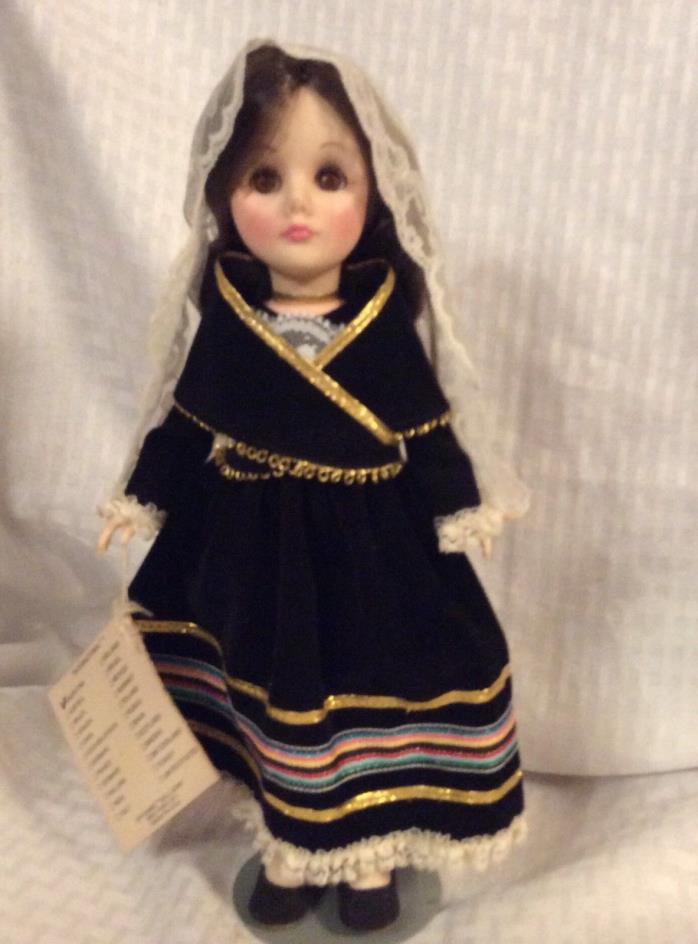 Vintage Effanbee International Doll ARGENTINA with box tags stand 1983 11""