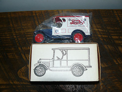 White body/Red roof PEPSI ERTL 1923 1/2 TON TRUCK BANK /Lock+key stock#7502