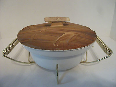 Miramar California White Ovenproof Casserole Dish Bamboo look  Lid & Holder