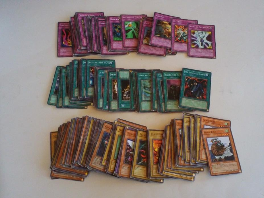 Lot of 267 common Yu-gi-oh cards
