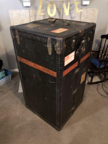 oshkosh steamer trunk