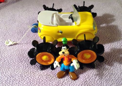 Mickey Mouse Clubhouse Goofy Sit/stand Figure And Paddle Wagon Vehicle