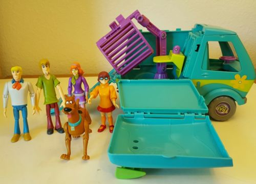 Hanna-Barbera SCOOBY DOO MYSTERY MACHINE VAN / TRAP TIME on Wheels Figures Set