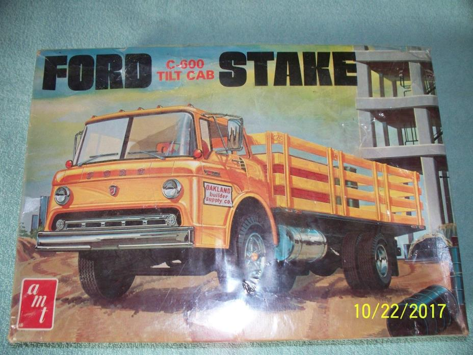 AMT 1:25 Ford C-600 stake truck from the 1970's, factory sealed