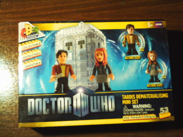 DOCTOR WHO TARDIS DEMATERIALISING MINI SET~NIB~11th DOCTOR & AMY POND INCLUDED
