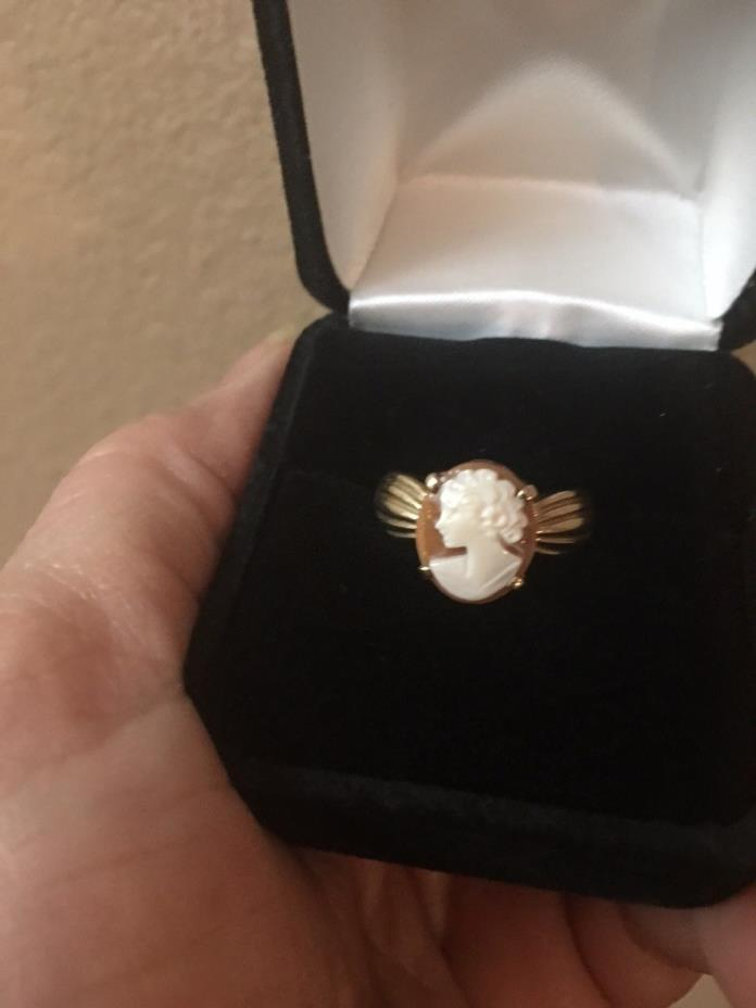 Gorgeous Cameo Solid 10KT Gold Ring Size 6