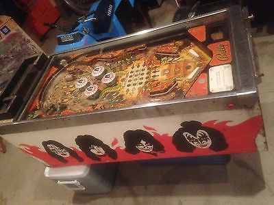Pinball machine 1970's Bally kiss