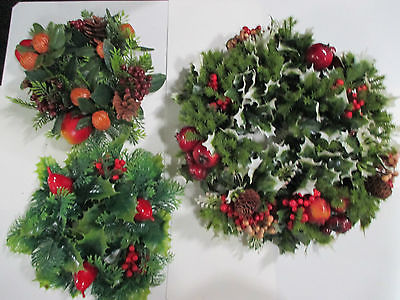 LOT 3 PLASTIC GREENS WREATH & CANDLE RINGS