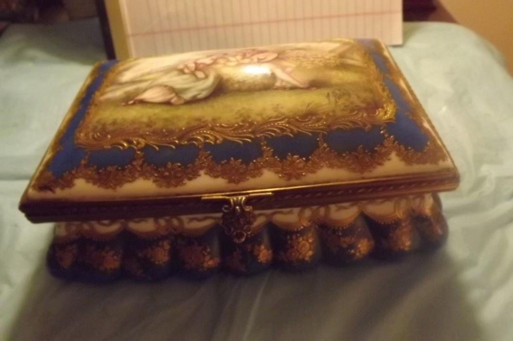 ANTIQUE MEISSEN LARGE DRESSER BOX -Circa 1700's Profusly Decorated