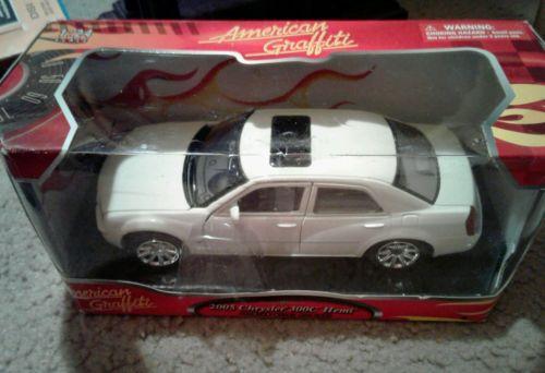 NEW 2005 WHITE CHRYSLER 300C HEMI CAR-AMERICAN GRAFFITI -PTEMIUM METAL