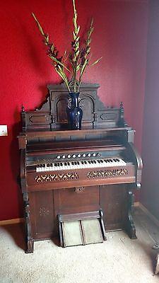 Antique Estey Pump Organ 1890's VOX Humana Tremolo.