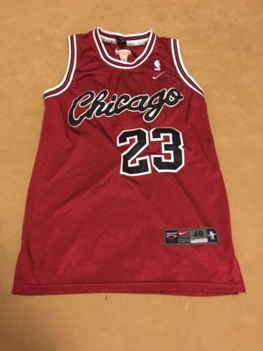 NBA Nike Chicago Bulls Michael Jordan 23  jersey Size M Stitched Logos & Numbers