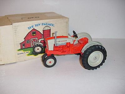 1/16 Ford 901 Powermaster Toy Farmer Tractor by ERTL W/Box!