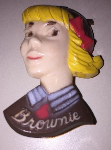 VINTAGE GIRL SCOUT BROWNIE PIN