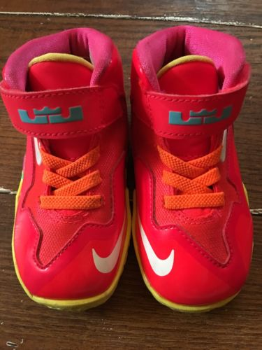 Lebron James Toddlers Sneakers ( size 6 )