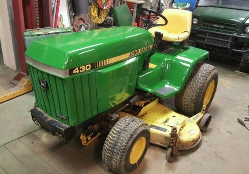 John Deere 430 Lawn Tractor
