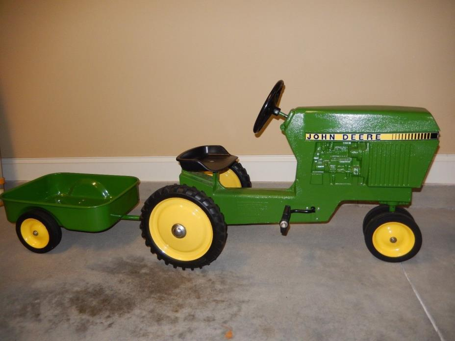 John Deere Pedal Tractor 520 with trailer