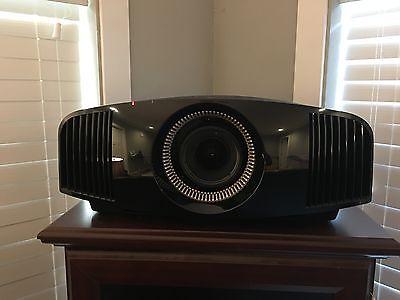 Sony VPL-VW600ES SXRD Projector