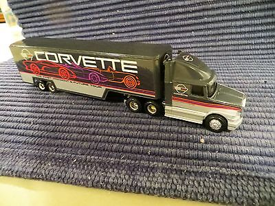 ERTL CHEVROLET / CARVETTE TRUCK