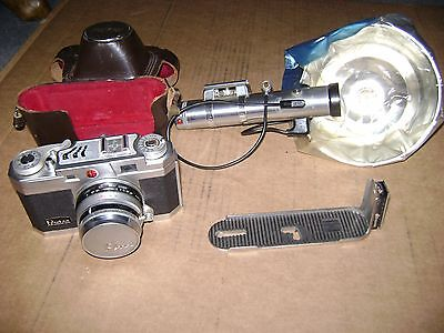 COLLECTIBLE PETRI 35 MM CAMERA WITH FLASH
