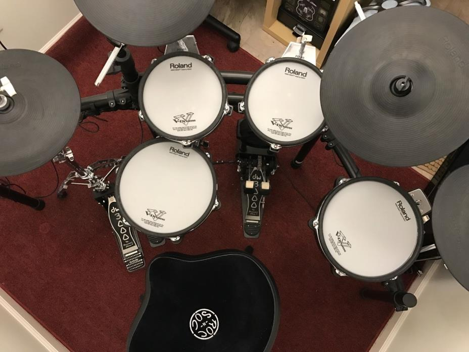 Roland TD-25KV V-Tour Electronic Drum Kit With DW Hardware and Roc N Soc Throne
