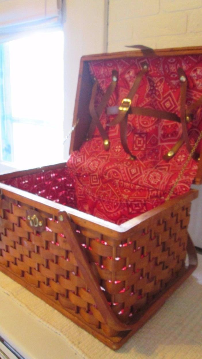 Extra Large Picnic Hamper Basket w/ Cloth Lining Vintage New