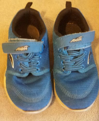 Toddler boys size 7 tennis shoes