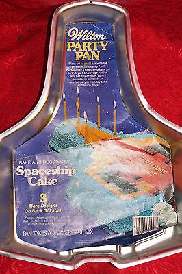 B VINTAGE WILTON CAKE PAN / 1979 SPACESHIP CAKE PAN