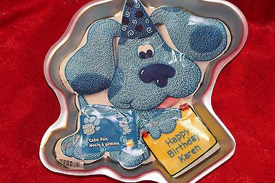 A VINTAGE WILTON CAKE PAN / 1999 BLUES CLUES CAKE PAN