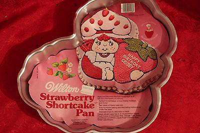 A VINTAGE WILTON CAKE PAN / STRAWBERRY SHORTCAKE CAKE PAN