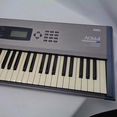 synthesizer KORG N364