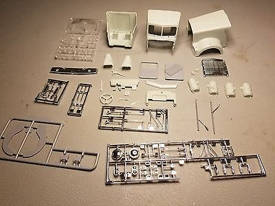 1/25 Revell Kenworth W-900 Day Cab Ext. hood Builders Special Parts Lot NICE