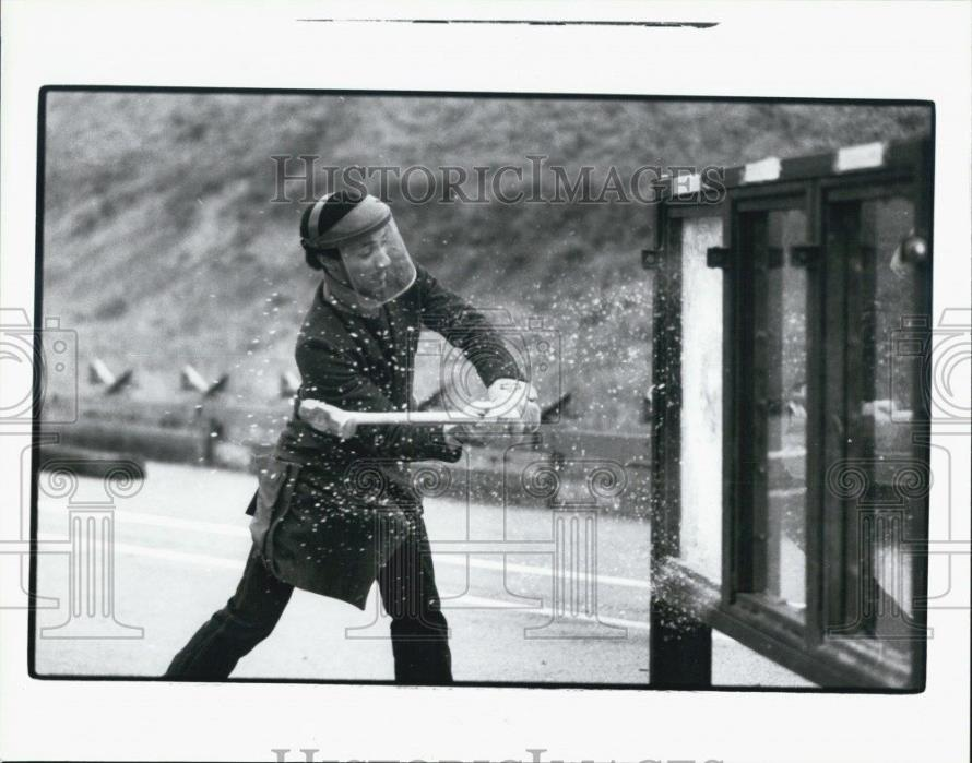 1987 Press Photo Police training with equipment