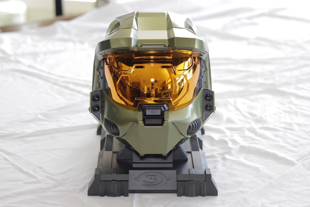 Halo 3 Legendary Edition with Helmet, Game, and Essentials Disc