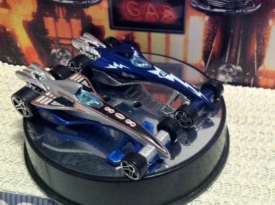 Hot Wheels LOT GREASED LIGHTNING Racer '02 Air Circus #239 & '08 HW Stars #92 MT