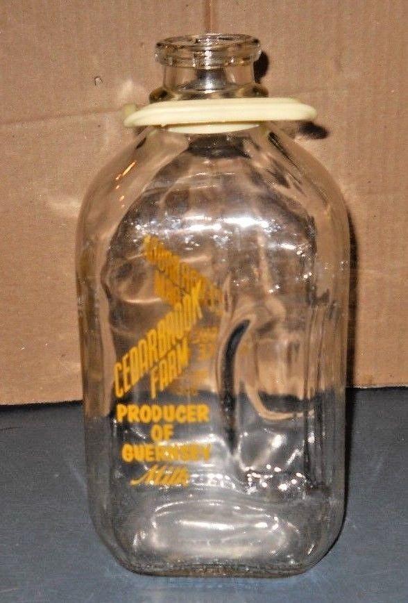 VTG GLASS MILK BOTTLE 1/2 GALLON CEDARBROOK FARM PRODUCER GUERNSEY ICE CREAM