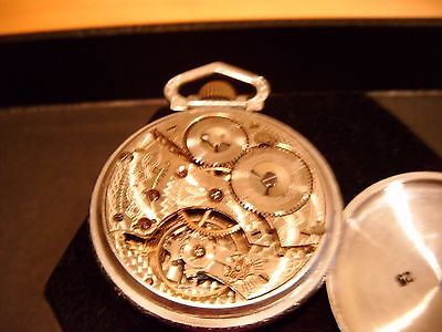 vintage pocket watch Waltham Mass. 17 jewels WORKS
