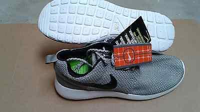 Nike Roshe Run  Casual  Gray  Shoes US Size ( Men's) 8.5