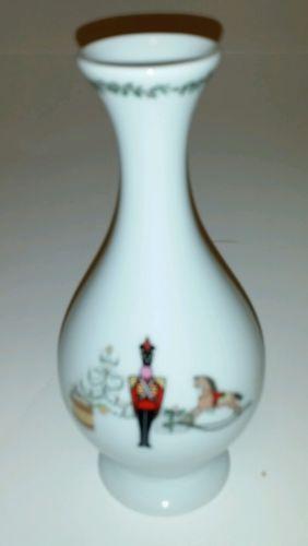 BERNARDAUD Limoges GRENADIERS HAPPY HOLIDAY Christmas Soldiers Vase