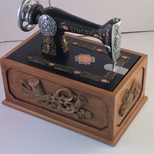 SINGER SOWING MACHINE SEWING ACCESSORY BOX SINGER REPLICA with CONTENTS