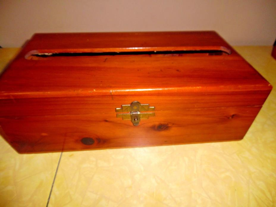 ANTIQUE CEDAR TISSUE BOX HOLDER