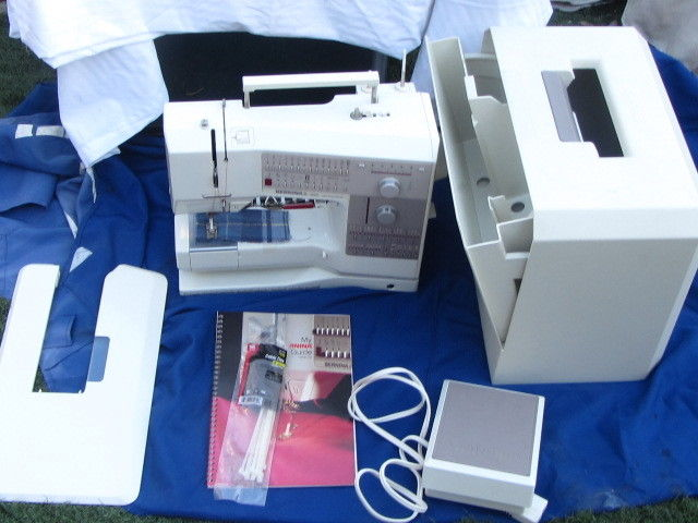 Bernina 1230 electronic embroidery sewing machine case foot pedal #1 TO 9 feets