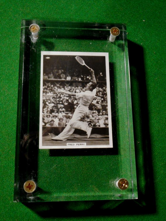 VINTAGE TENNIS PAPER-WEIGHT THE GREAT FRED PERRY...1930's...New case