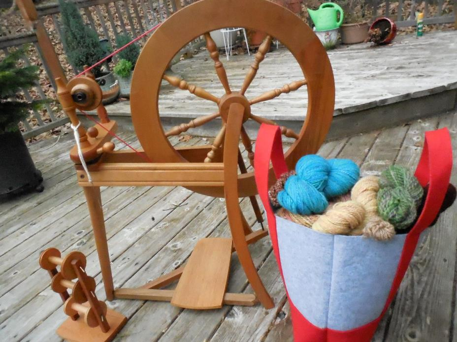 Ashford Traditional spinning wheel, Lazy Kate, bobbins